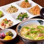 親子丼(おばんざいビュッフェ付)