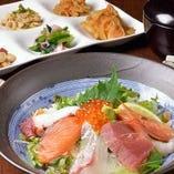 海鮮丼(おばんざいビュッフェ付)