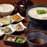 とろける湯豆冨定食(おばんざい付)