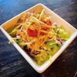 『有機野菜をたっぷり使用したミニサラダ』