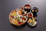 女性に大人気♪松葉寿司の美味しさがギュッと詰まった花かご御膳☆