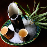 香りのよい竹筒で美酒を。選りすぐりの銘酒をご用意