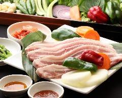 厚切りサムギョプサル6種類の野菜付