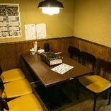 【2階テーブル席/2名様×1卓、2名様~4名様×4卓、2名様~5名様×2卓】和空間のお席