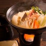 【お料理のみ】絶品!8時間じっくり炊いた地鶏の白湯水炊き、とろーりチーズ乗せ鶏炭焼き 1000円!