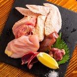 庄内彩鶏の鶏ガラを8時間煮込んだ出汁から作る鶏麺は別格!