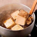 じっくり煮込んだ「肉豆腐」食べやすい一人前サイズです。
