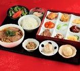 『ランチ限定』奈良県産食材や旬の食材などいろとりどりの食材を取り揃えた【いろどりランチセット】