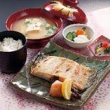 ランチ限定☆ その日の美味しい肴を焼き上げます「焼き魚定食」