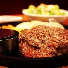 ■熱々鉄板でご提供!絶品ステーキ