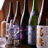 兵庫の地酒を中心に、全国の銘柄酒や料理と好相性な厳選酒を用意
