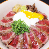 肉の味をしっかりと楽しめる「あか牛丼」は人気ナンバー1です♪
