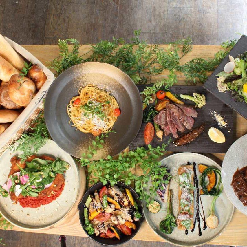 メインのお料理を6種から選べるランチセットが大人気♪