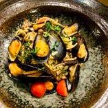 ムール貝と色々キノコのオイルパスタ