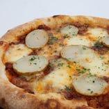 ボロネーゼとポテトのピッツァ