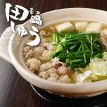 【水炊き風】にんにく不使用の水炊き風もつ鍋は、昆布だしの効いたやさしい醤油味です