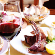 骨付豚ロース肉の炭火焼きとワイン