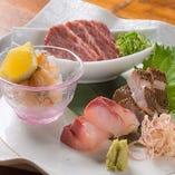 築地で仕入れた鮮魚。旬の味をお楽しみいただけます。