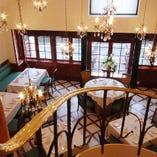 カジュアルなカフェスペースやパーティーに最適なフロアなど、様々な空間をご用意。