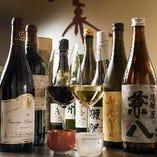 肉料理に合うワイン約30種、日本酒約20種など豊富にラインナップ