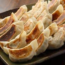 アツアツ肉汁が溢れ出す焼き餃子    300円