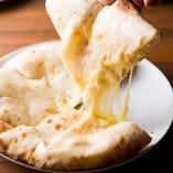 [人気のチーズナン] おつまみにも♪あつあつを召し上がれ!!