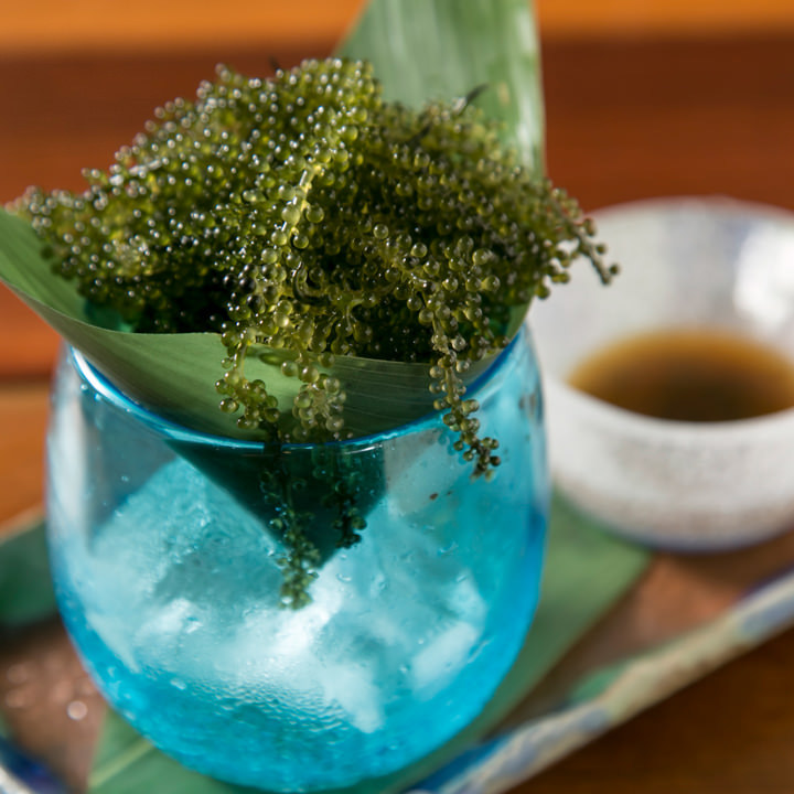 プチプチ食感がクセになる海の宝石・海ぶどうは沖縄食材の定番★