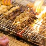 【串焼き】 地鶏や豚、チーズなど彩り豊かな具材をご用意
