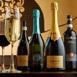 ワイン、日本酒、焼酎など、和洋をカバーする幅広い酒種を常備