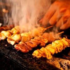 備長炭で香ばしく焼き上げる串焼き