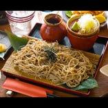 新潟県産の新鮮なそば粉を100%使用した香り豊かな十割そば