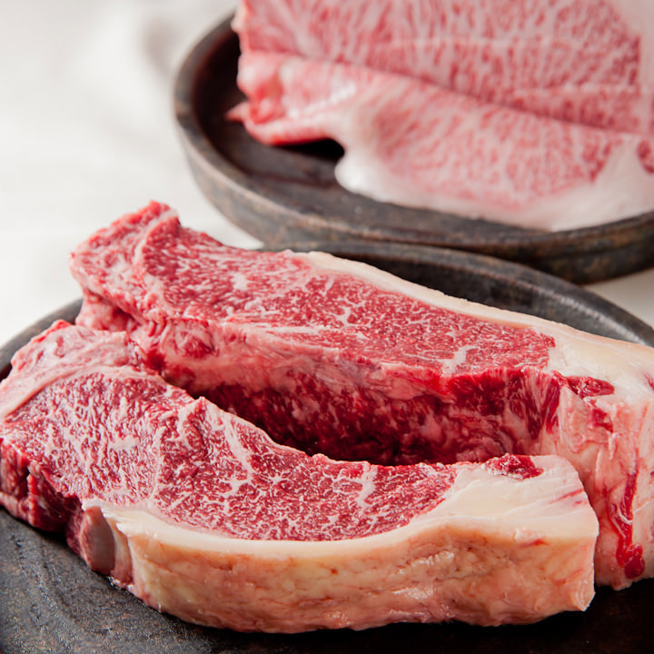 米沢牛、十勝清水牛の2大銘柄牛をご用意。あふれる旨みをぜひ