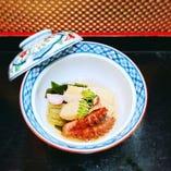 若竹煮          若布、和歌山産の朝採り筍、飯蛸、地元大阪産若ごぼう、花弁百合根