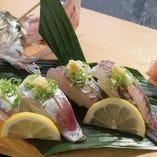 水槽から上げたて活〆アジ一匹にぎり寿司