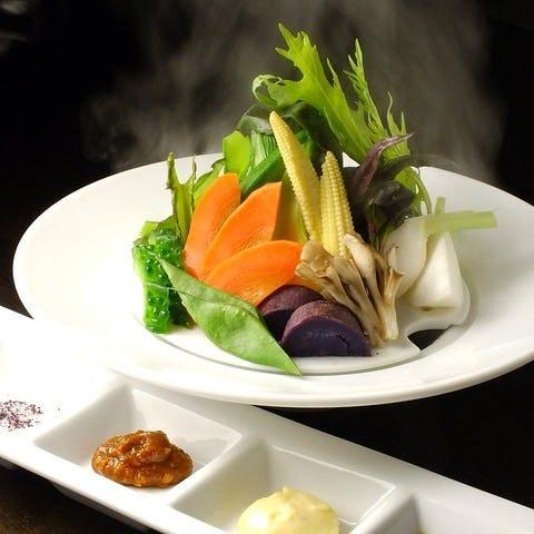 シェフが旬の野菜の旨みを引き出す