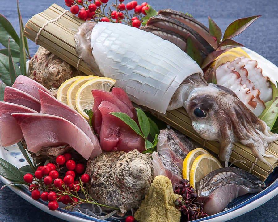 ヤリイカの姿造りに天然旬魚の 得盛り 1,380円
