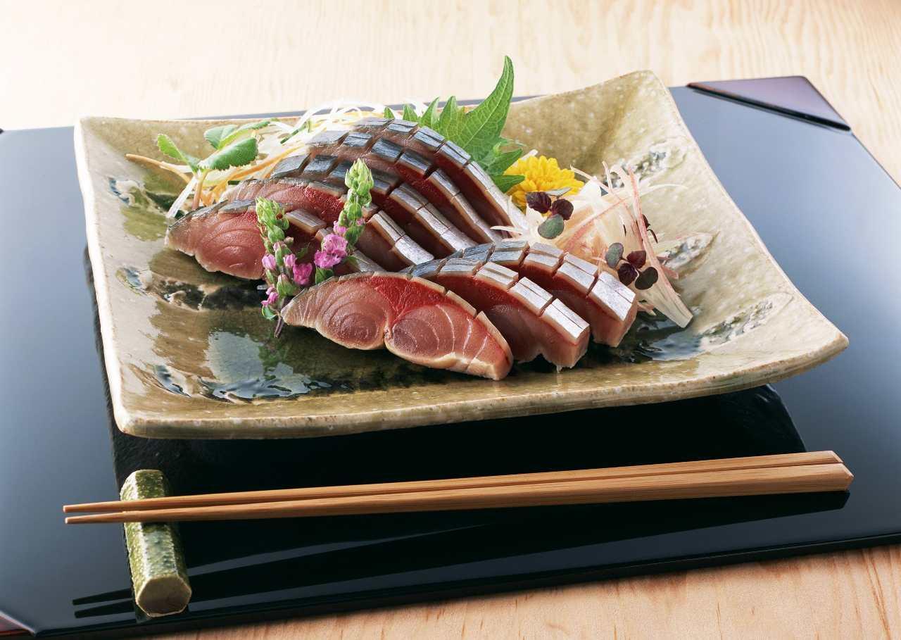 九州の魚 真サバや天然ブリ、金目鯛など 単品刺身、300円