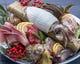 旬のイカの姿造りがついた 玄海朝〆刺身盛り合わせ 1,380円