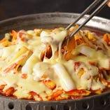 [チーズタッカルビ] 韓流料理!トロけるチーズが絶品ですぜす!
