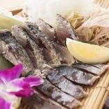 ◆活〆泳ぎ清水さば藁焼き塩たたき2280円