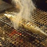 新鮮な旬の食材を、目の前で炭火でじっくりと焼き上げます