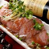 《おすすめ》 肉職人が調理する「ローストビーフ」は絶品です!