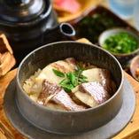 釜飯はご注文を頂いてから炊き上げる当店の人気メニューとなります。