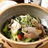 名古屋コーチンと香味野菜の冷しゃぶサラダ