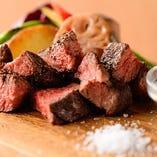 【肉料理】 男性も満腹必至!ガッツリ料理もコスパ抜群です