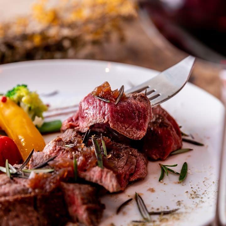 旨味がぎゅっと詰まったリブステーキはボリュームにも大満足