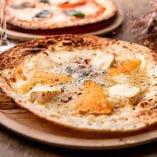 3種チーズのハニーピザ
