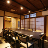 《2階・完全個室》和モダンな団体様用個室。