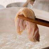 鶏エキスが濃縮した白濁スープが格別!専門店クラスの水炊き鍋!