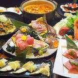 華やかな料理がテーブルを彩ります